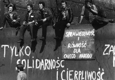 Historia: Sierpień '80 i początki Solidarności. 04.05.2020 Lekcja on-line !