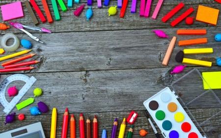 Zestaw podstawowych materiałów na lekcje plastyki  w roku szkolnym 2020/2021 w klasach I